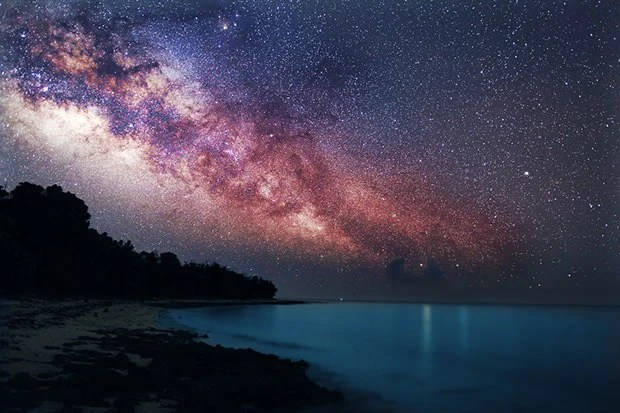 Incredible Photograph of the Milky Way Rising Over the Sea milky mini4