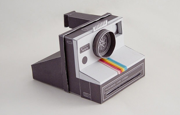 A Working Papercraft Polaroid Camera papercraft mini
