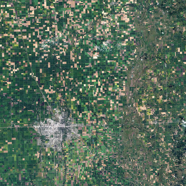 Strange and Beautiful Crop Patterns Photographed From Space crop2 mini