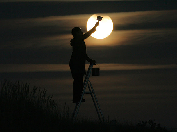 Magical Photos of a Person Playing with the Moon moon2 mini