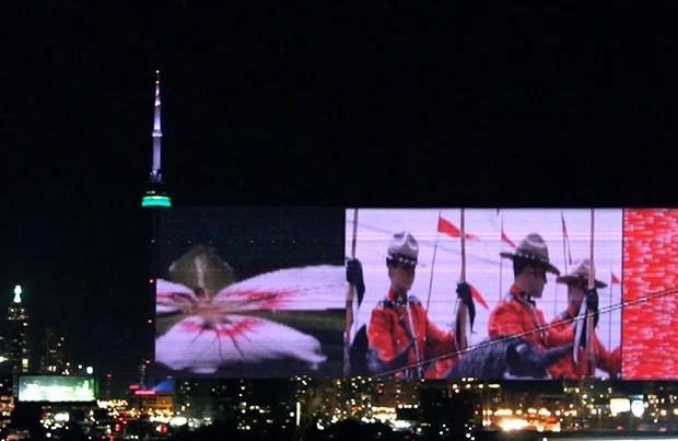 The Light Show on CN Tower is Actually a Subliminal Photo Slideshow cntower mini