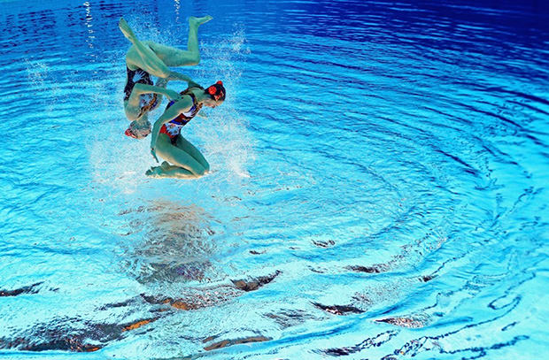 Olympic Synchronized Swimming Photos Flipped Upside Down flippedsynchro0 mini