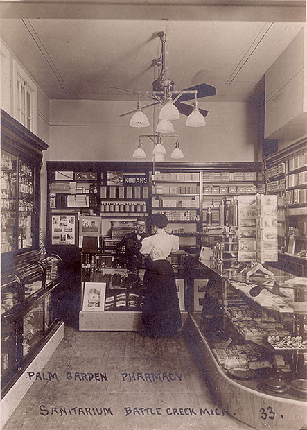This is What Camera Shops Looked Like a Century Ago store1