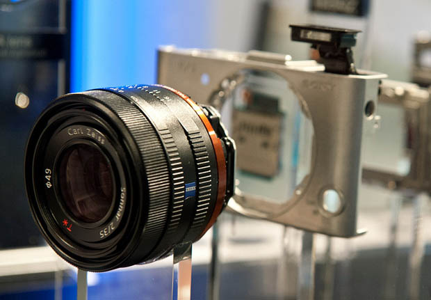 Sony RX1 Carl Zeiss Lens to Outperform the Leica Summicron? rx1