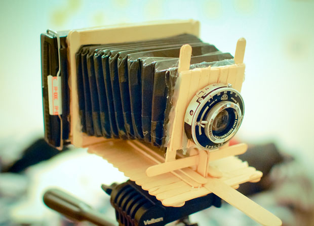 A Working Polaroid Instant Camera Built Out of Popsicle Sticks popsicle1