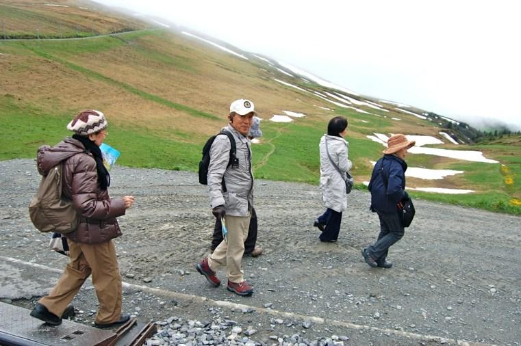 Japanische Reisegruppe auf der Kleinen Scheidegg.