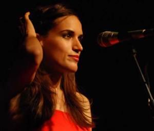 Die Zürcher Sängerin Lea Lu in der Sonntagnacht.