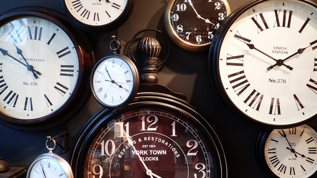 clocks-1098080_1920