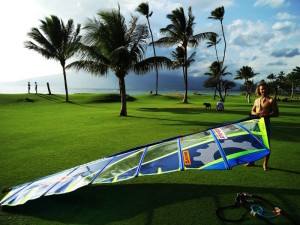 De-rigging at Kihei after a windsurf session on freeride gear.
