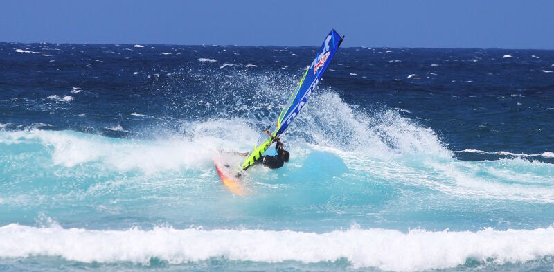 Phil Soltysiak top turns windsurfing at Ho'okipa Beach Park