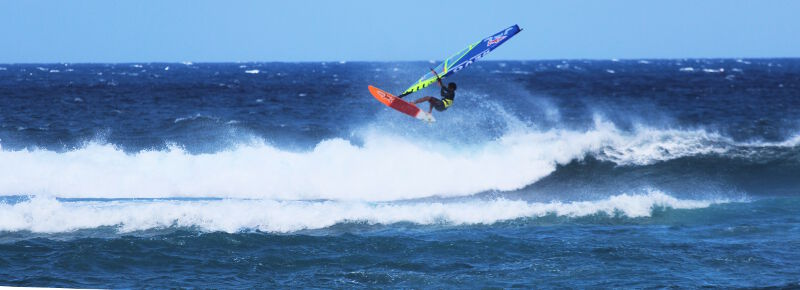 Phil Soltysiak CAN 9 windsurfing air at Ho'okipa