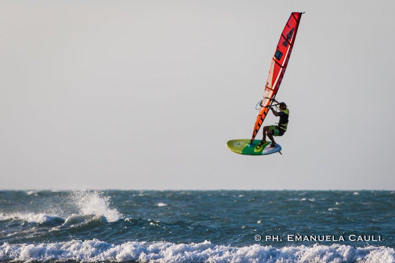 Phil Soltysiak Windsurfing alone at Praia de Maceio. Photo by Emanuela Cauli.