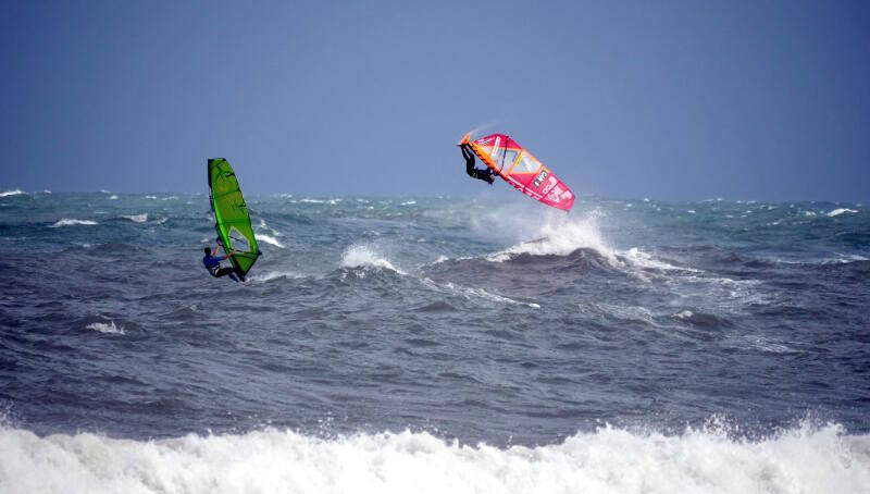 Phil Soltysiak windsurfing pushlooping in front of my sponsor JR from Makani Fins - Photo by Nicholas Chapleau