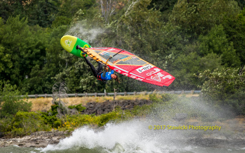 Phil Soltysiak windsurfing pushloop at the Hatchery during the IWT Gorge Beach Bash. Photo by Bob Stawicki.i