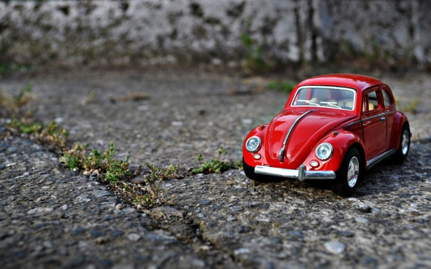 volkswagen-beetle-red-toy-car-macro-close-up