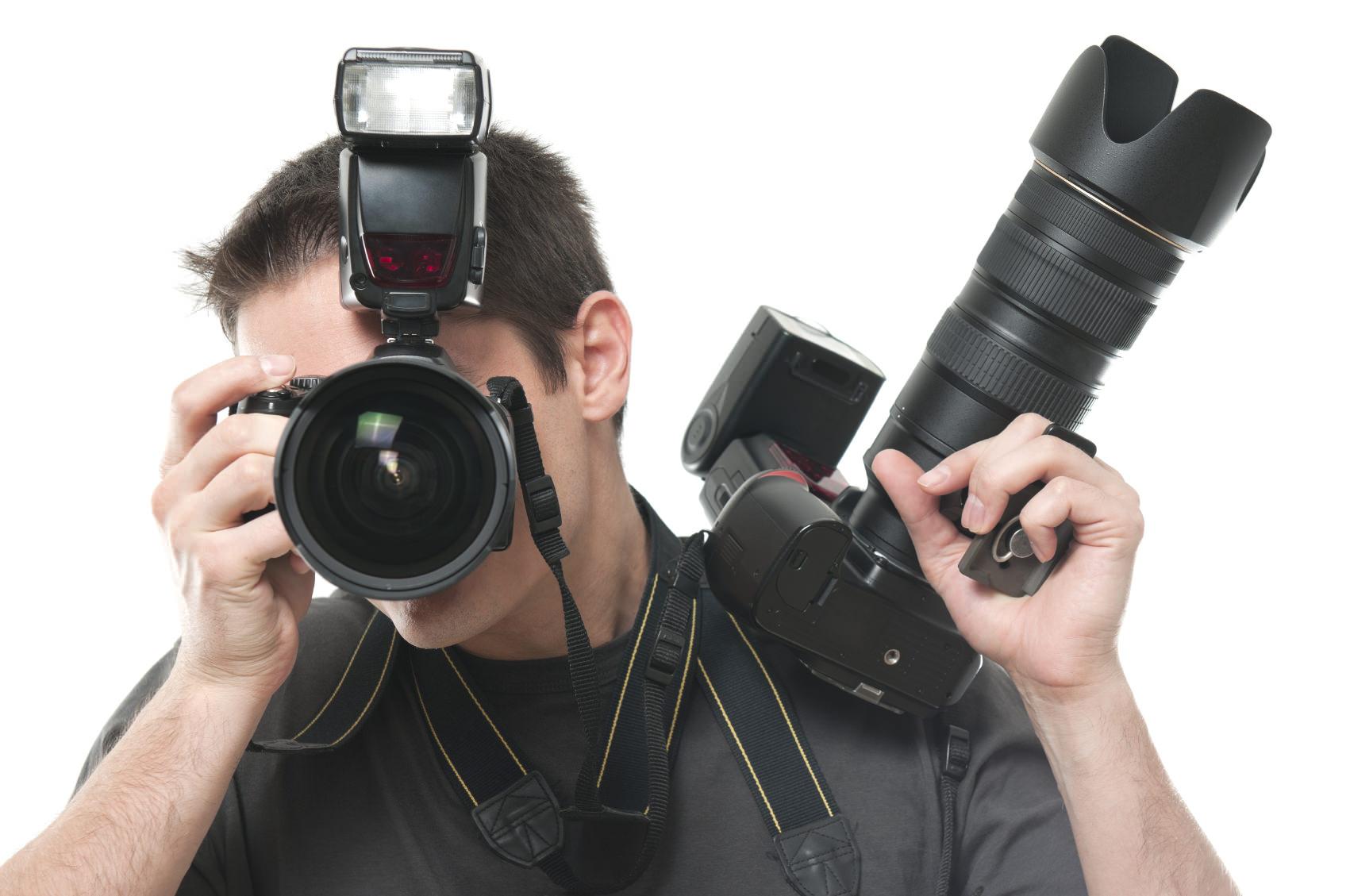 Confronto tracolla per fotocamera vs. cinghia da polso