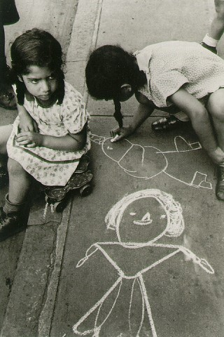 Street Drawing © Helen Levitt