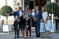 Doop Willem Jan ( 01-07-2013), zoon van Prins Floris en Prinses Aimee oppaleis het Loo Christening of Willem Jan ( 01-07-2013), son of Prince Floris and Princess Aimee on palace het Loo Op de foto / On the photo: Prins Floris en Prinses Aimee, met dochters Magali en Eliane en hun zoon Willem Jan met Koning Willem-Alexander en Koningin Maxima en Prinses Amalia en Prinses Alexia en Prinses Ariane Prince Floris and Princess Aimee, with daughters Magali and Eliane and their son Willem Jan with King Willem-Alexander and Princess Maxima and Queen Amalia and Princess Alexia and Princess Ariane (EM-Press)