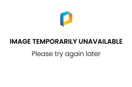 NLD/Hilversum/20141219- Finale The Voice of Holland 2014, winnaars O'gene met hun troffee en coach Marco Borsato (Edwin Janssen/foto: Edwin Janssen)