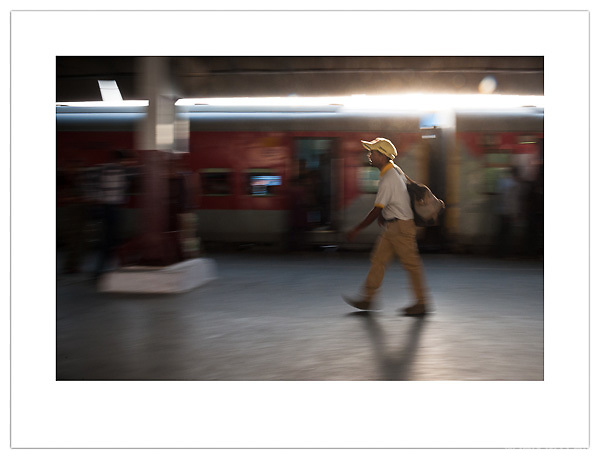 New Delhi Railway Station, India (Ian Mylam/© Ian Mylam (www.ianmylam.com))