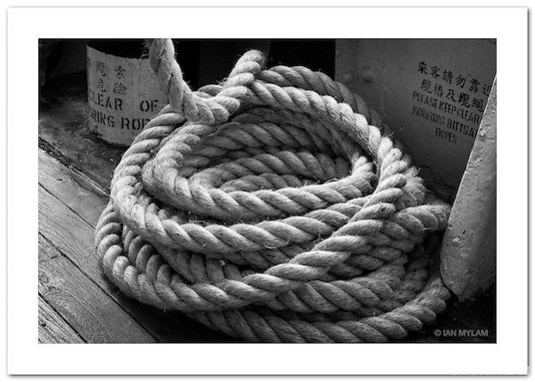 Ship's Rope on the Star Ferry (©2011 Ian Mylam)