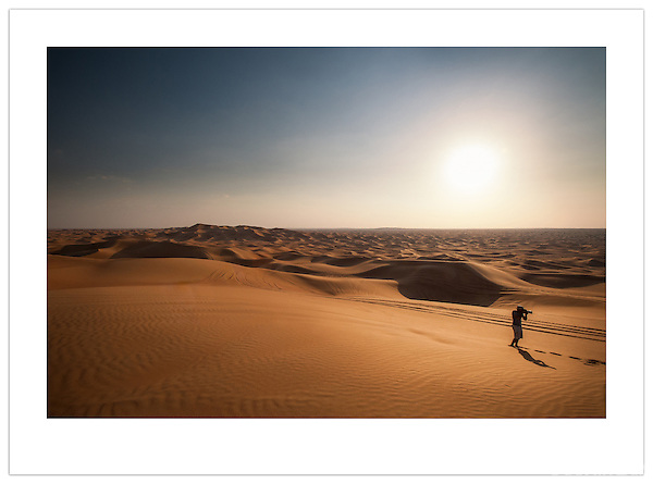 Photographing the Arabian Desert, U.A.E. (©2012 Ian Mylam)