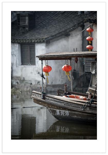 Boat in Xitang, Zhejiang, China (Ian Mylam/© Ian Mylam (www.ianmylam.com))