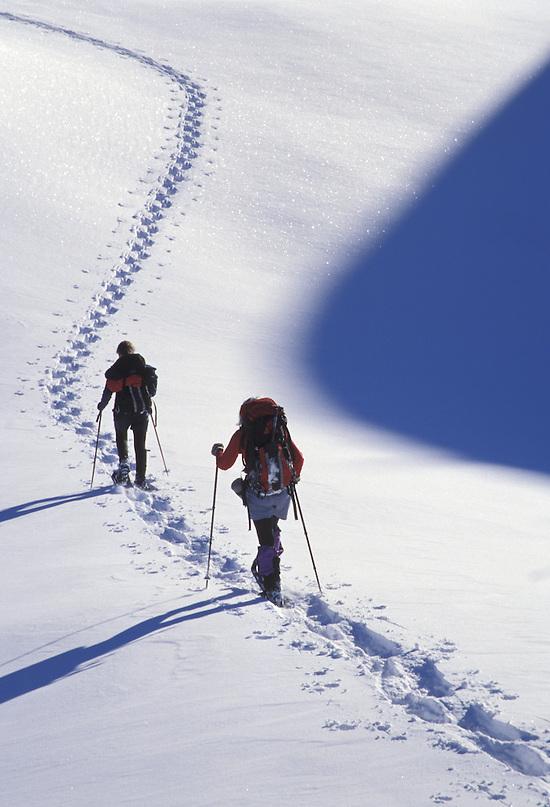 Women snowshoeing, Washington Cascade Mountains (Brad Mitchell/Brad Mitchell Photography)