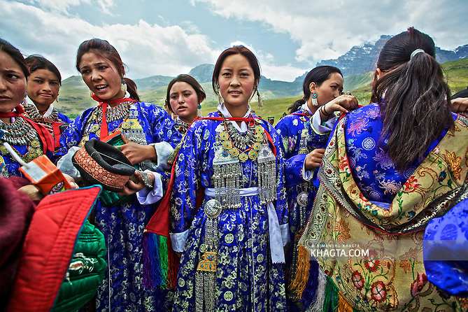 Ladakhi Dancers wearing traditional Ladakhi outfit in Dras, a small town of Kargil District which got famous after the Kargil War of 1999. (Himanshu Khagta)