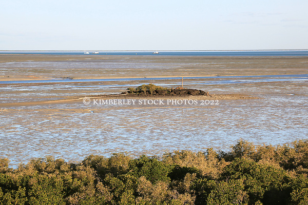 Low tide on a Springe tide below the mangroves in Broome's Roebuck Bay. (Annabelle Sandes/© Annabelle Sandes | Kimberley Media 2011)