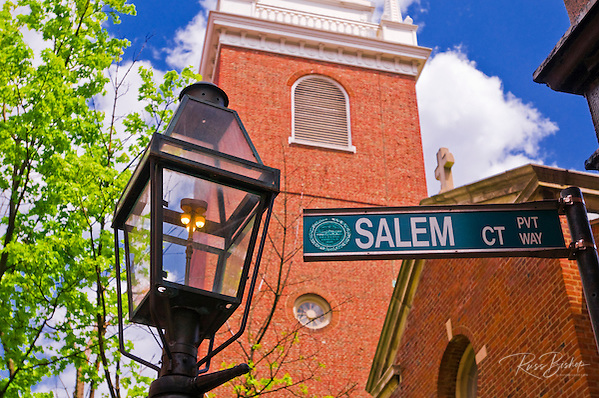 The Old North Church and gas street lamp on the Freedom Trail, Boston, Massachusetts (Russ Bishop/Russ Bishop Photography)