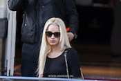 NLD/Amsterdam/20131109 - Iggy Azalea leaving the hotel for the MTV EMA 2013 (Edwin Janssen/foto: Edwin Janssen)