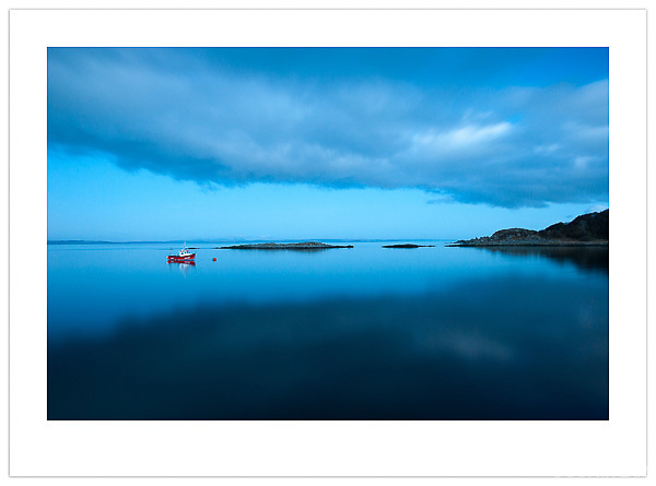 Fishing Boat at Dusk - Isle of Jura, Scotland (Ian Mylam/© Ian Mylam (www.ianmylam.com))