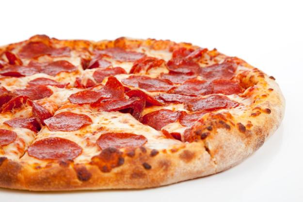 come-preparare-la-pizza-con-salsiccia-e-ricotta_70e2b12f58a2bfd10fba622957053eb0