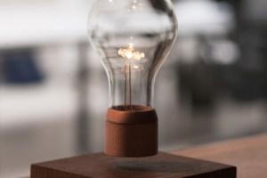 lampada-que-levita-flyte-1-838x809 (1)