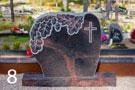 Kapu piemineklis no brūna granīta