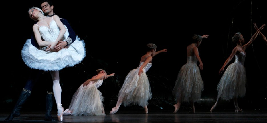Dancers of The Royal Ballet, Swan Lake, Royal Opera House, London, 2008.