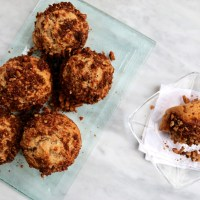 Muffins de plátano con topping de nuez y canela