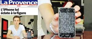 Ecco l'iPhone esploso tra le mani dei due ragazzi di Aix-en-Provence (foto di Serge Mercier per La Provence)