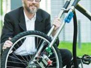 L'ingegner Holger Hermanns con il suo freno a disco senza fili