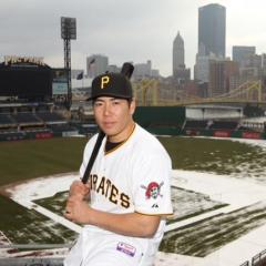 Pirates Designate Jake Elmore For Assignment, Add Jung Ho Kang to 40-Man Roster