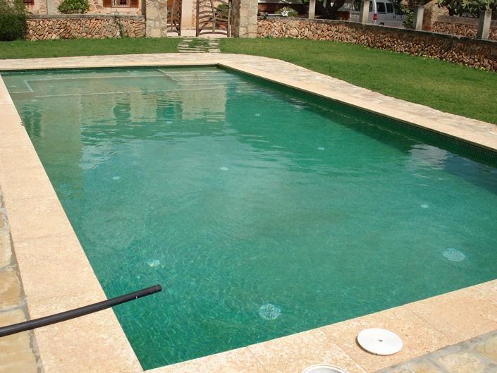 Construcci n de una piscina rectangular en llucmajor for Construccion de piscinas en mallorca