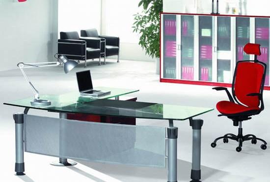 Oficina con muebles estilo contemporáneo