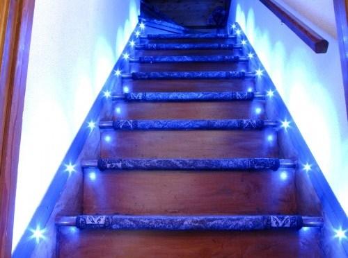 Escalera con iluminación LED