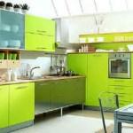 Cocina con mobiliario color verde