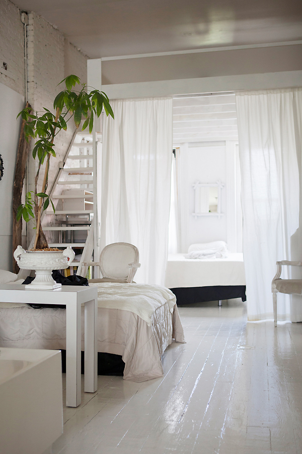 Une maison blanche au brooklyn planete deco a homes world for Maison deco blanche
