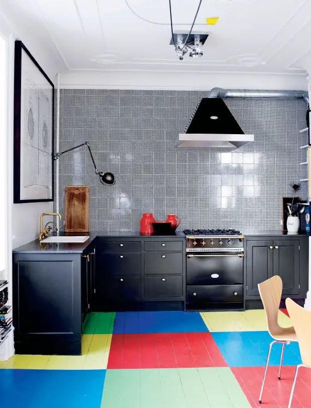 de l 39 art et de la couleur dans une maison danoise planete deco a homes world. Black Bedroom Furniture Sets. Home Design Ideas