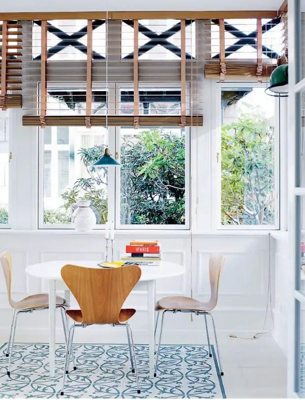 de l 39 art et de la couleur dans une maison danoise. Black Bedroom Furniture Sets. Home Design Ideas