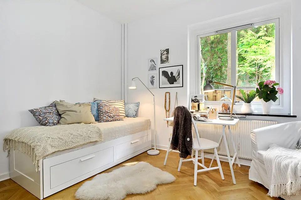 Les petites surfaces du jour premier appartement for Despacho con sofa cama
