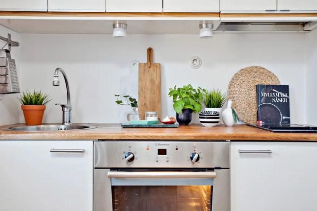 Biała, przytulna kuchnia